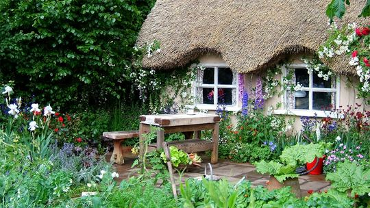 Poem contest English Country Garden -- Song Lyric Prompt write ...